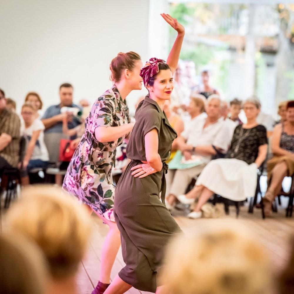 tancerki prezentujące swinga