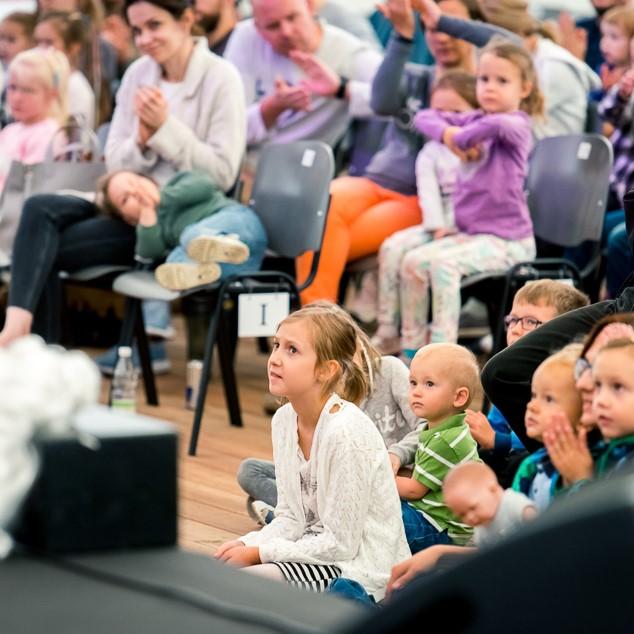 Dziecięca publiczność podczas Poranku familijnego